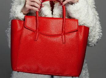 Как подобрать сумку к верхней одежде